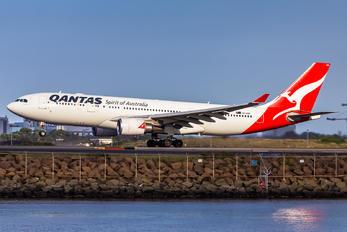 VH-EBN - QANTAS Airbus A330-200