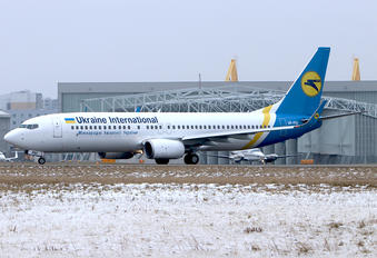 UR-PSV - Ukraine International Airlines Boeing 737-8AS
