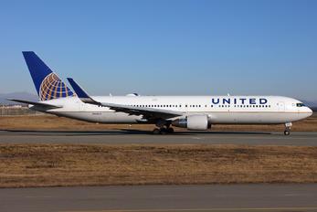N666UA - United Airlines Boeing 767-300