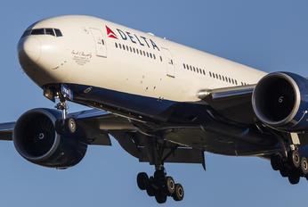 N708DN - Delta Air Lines Boeing 777-200LR