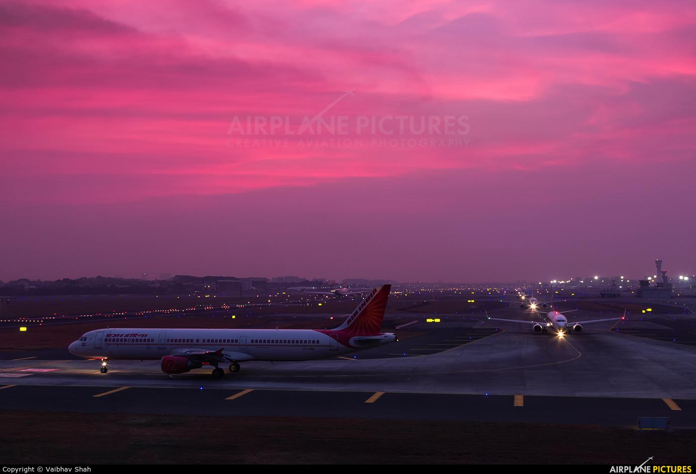 - Airport Overview  aircraft at Mumbai - Chhatrapati Shivaji Intl