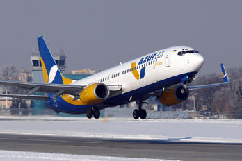 UR-UTQ - Azur Air Ukraine Boeing 737-800