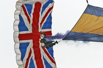 - - The Tigers Parachute Display Team Parachute Military