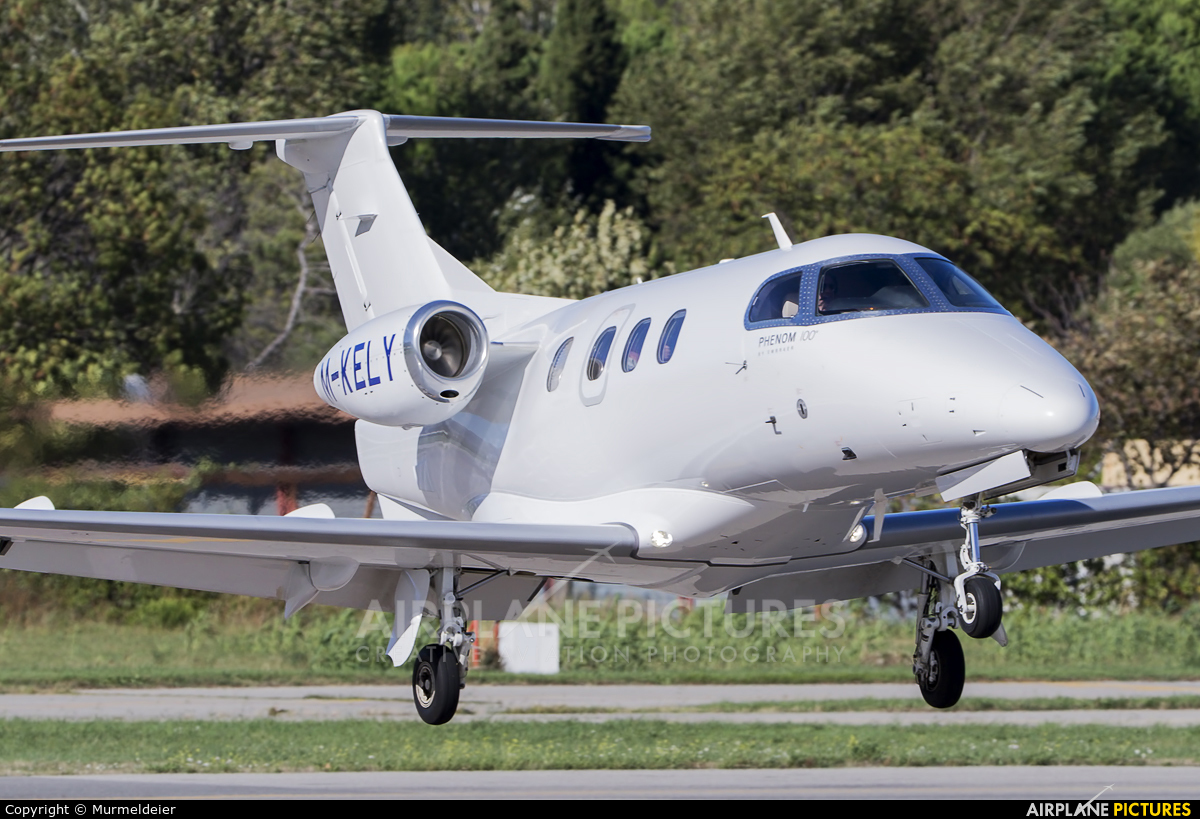 Private M-KELY aircraft at Cannes - Mandelieu