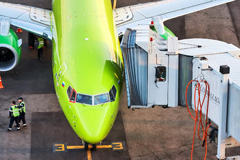 - - S7 Airlines Boeing 737-800
