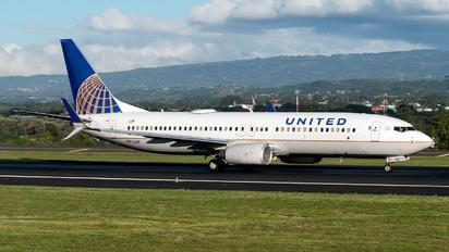 N77530 - United Airlines Boeing 737-800