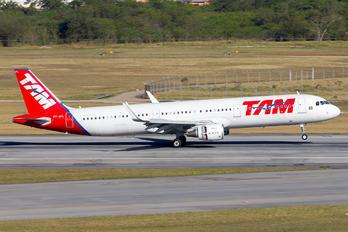 PT-XPL - TAM Airbus A321