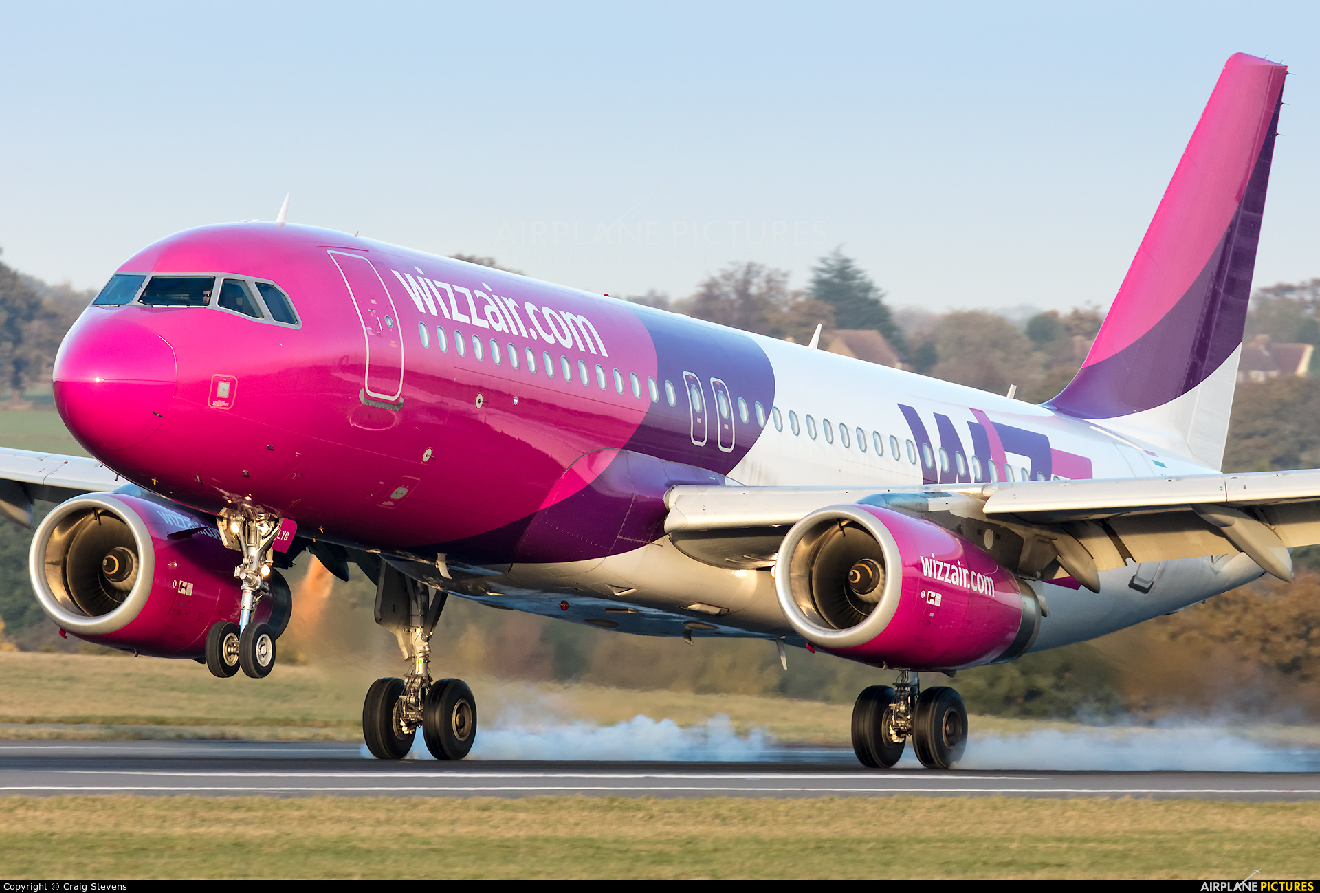Wizz Air HA-LYG aircraft at London - Luton