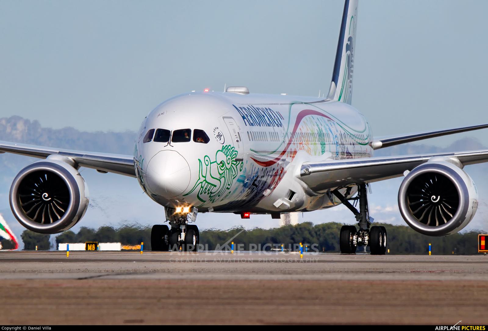 Aeromexico XA-ADL aircraft at Madrid - Barajas