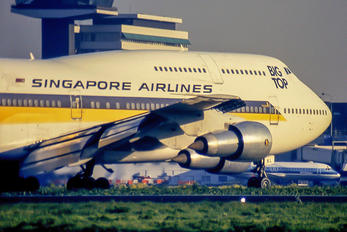 9V-SKL - Singapore Airlines Boeing 747-300