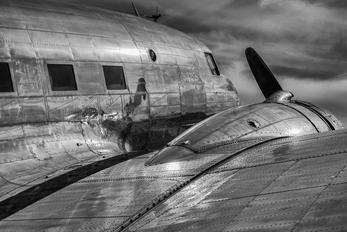 N26MA - Private Douglas DC-3
