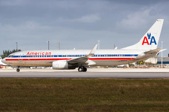 N938AN - American Airlines Boeing 737-800