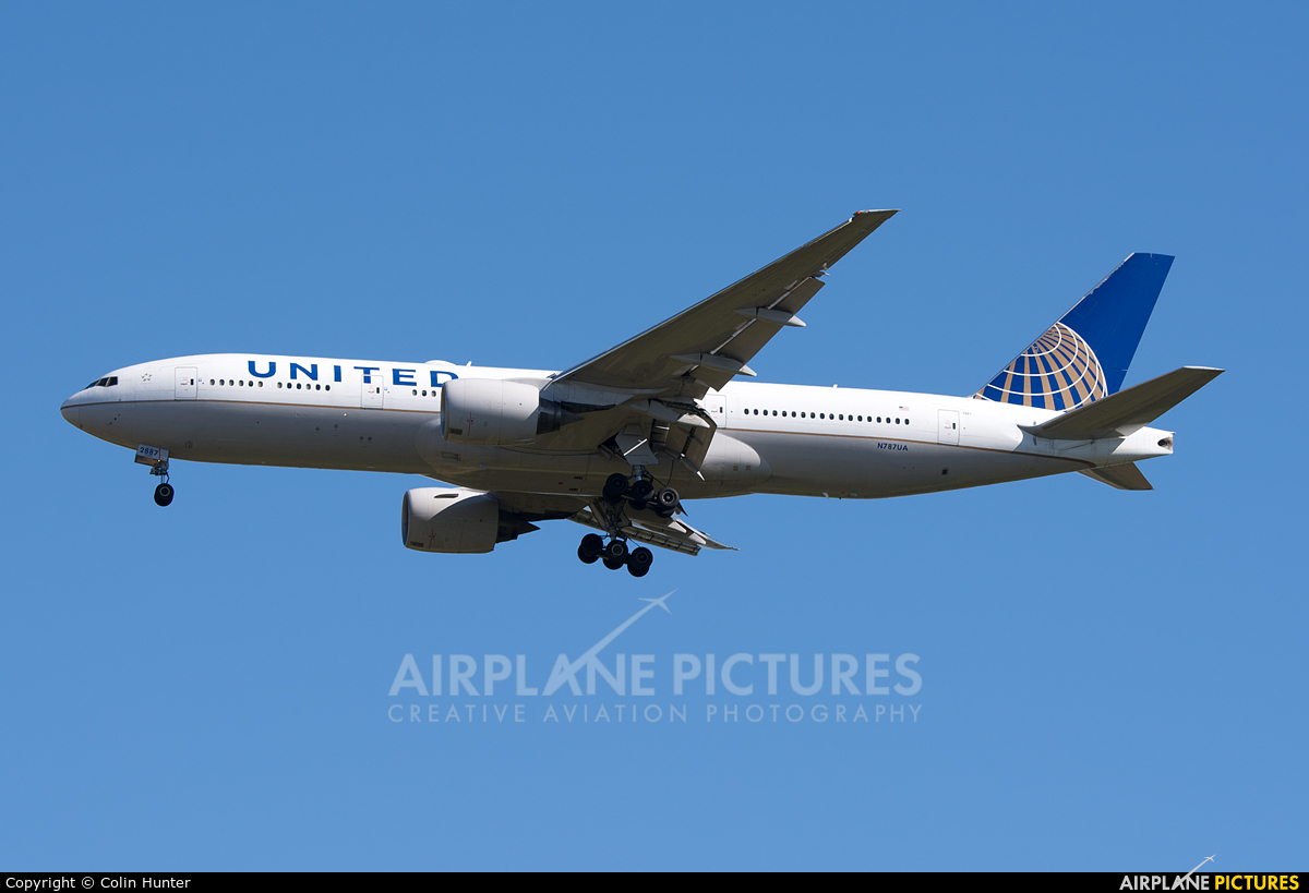 United Airlines N787UA aircraft at Auckland Intl