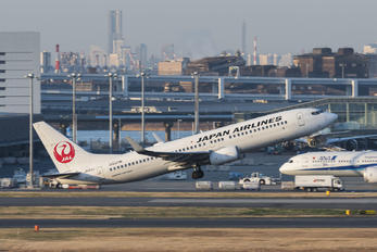 JA313J - JAL - Japan Airlines Boeing 737-800