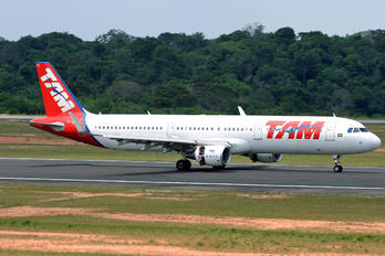 PT-XPC - TAM Airbus A321
