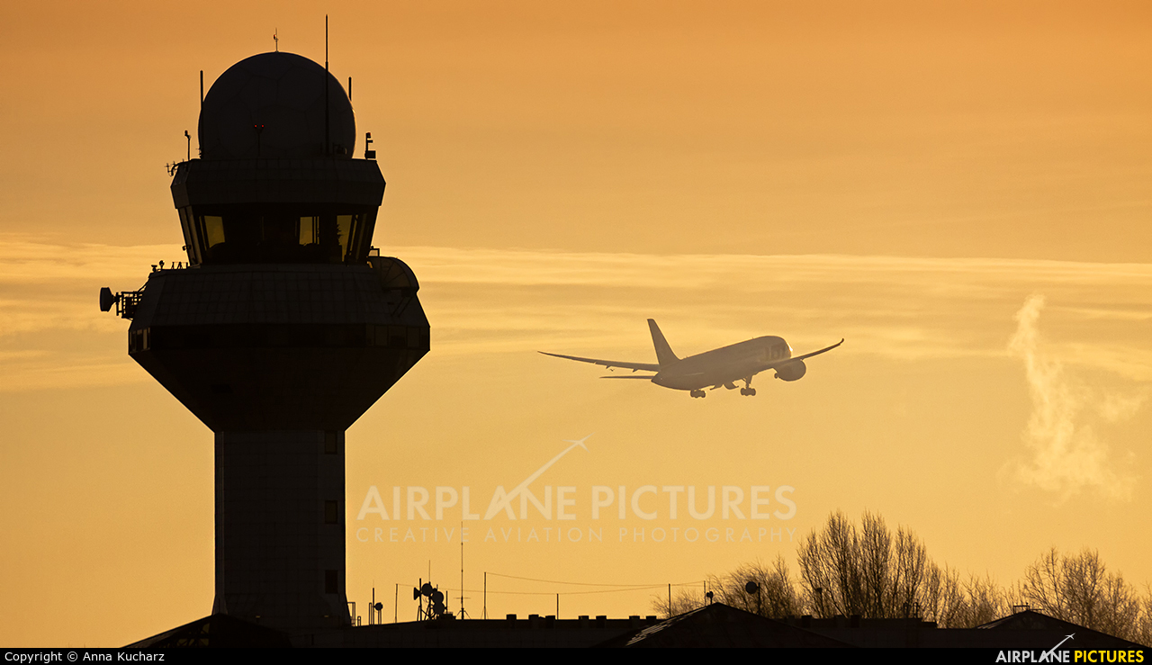 - Airport Overview WAW aircraft at Warsaw - Frederic Chopin