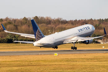 N665UA - United Airlines Boeing 767-300ER