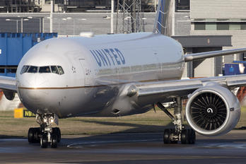 N78008 - United Airlines Boeing 777-200