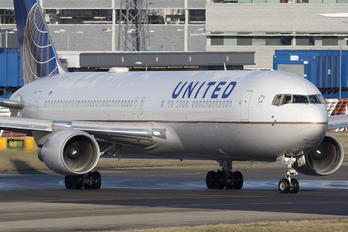 N654UA - United Airlines Boeing 767-300