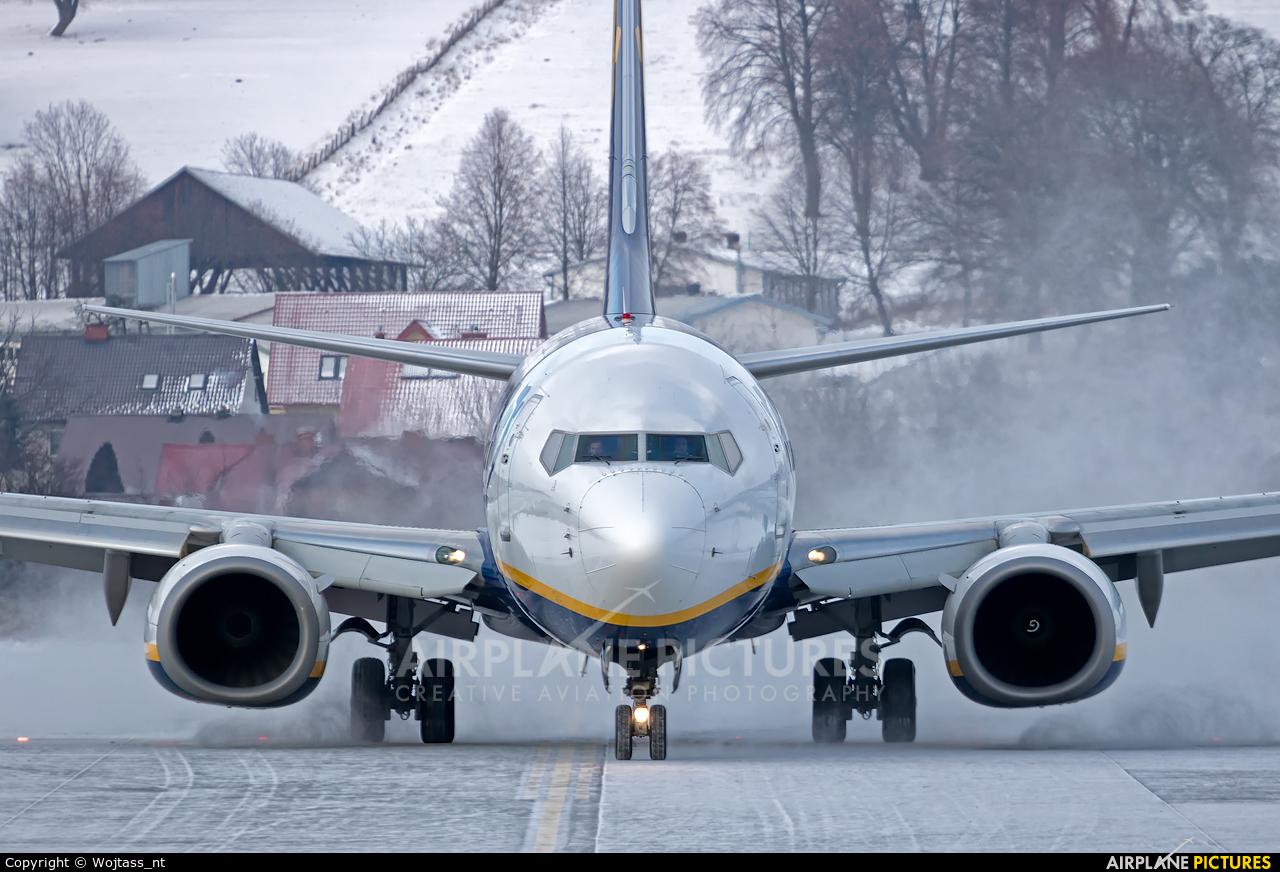 Ryanair EI-DHV aircraft at Kraków - John Paul II Intl