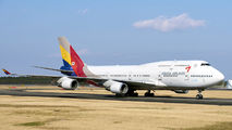 HL7418 - Asiana Airlines Boeing 747-400 aircraft