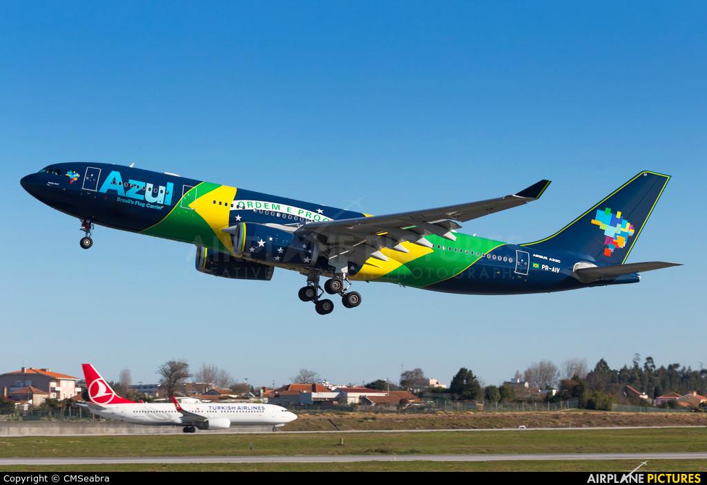 Azul Linhas Aéreas PR-AIV aircraft at Porto