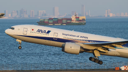 JA717A - ANA - All Nippon Airways Boeing 777-200ER