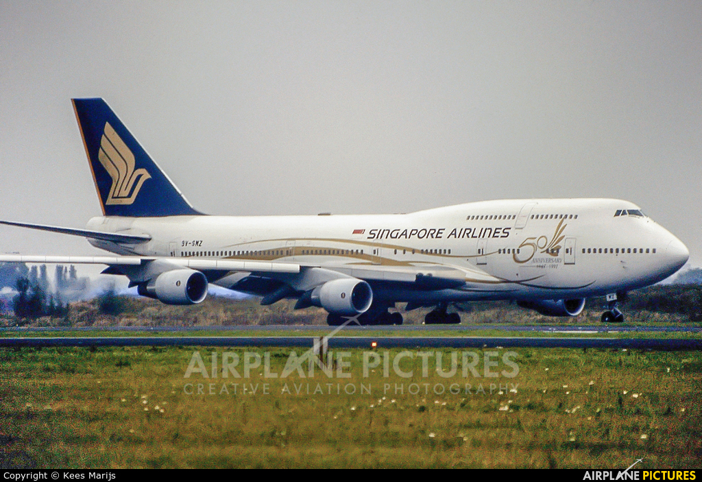 Singapore Airlines 9V-SMZ aircraft at Amsterdam - Schiphol