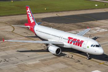 PR-MYE - TAM Airbus A320