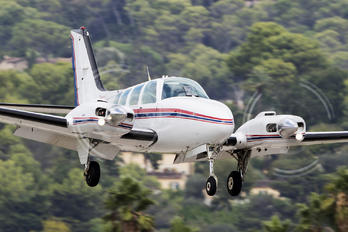 - - Private Beechcraft 55 Baron