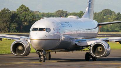 N17229 - United Airlines Boeing 737-800