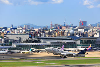 B-18211 - China Airlines - Airport Overview - Photography Location