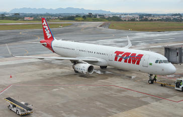PT-MXJ - TAM Airbus A321