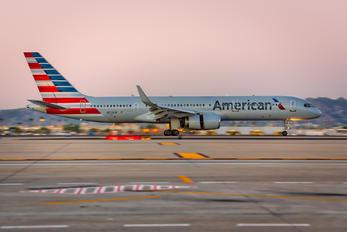N202UW - American Airlines Boeing 757-200