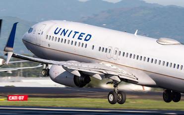 N76505 - United Airlines Boeing 737-800