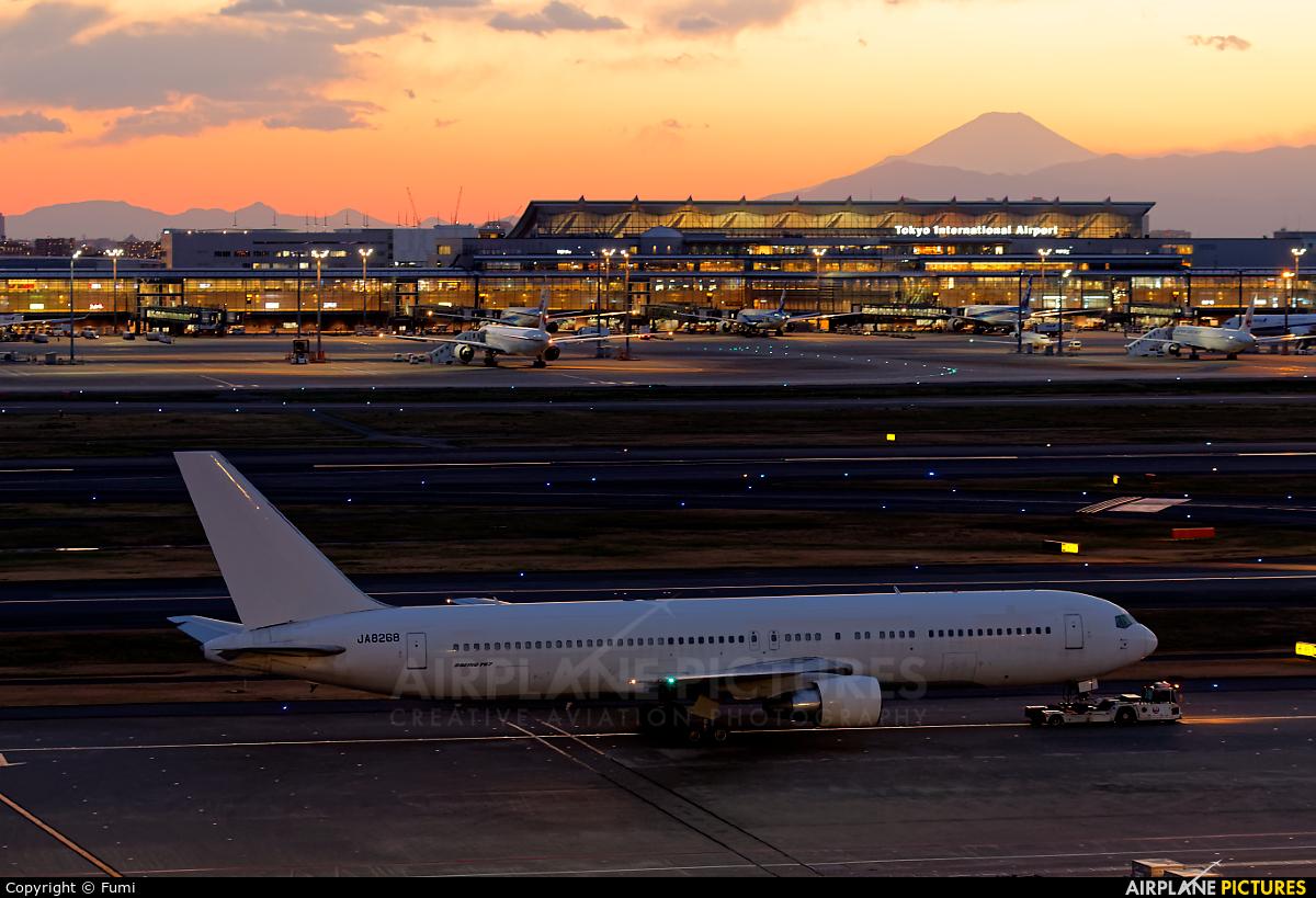 JAL - Japan Airlines JA8268 aircraft at Tokyo - Haneda Intl