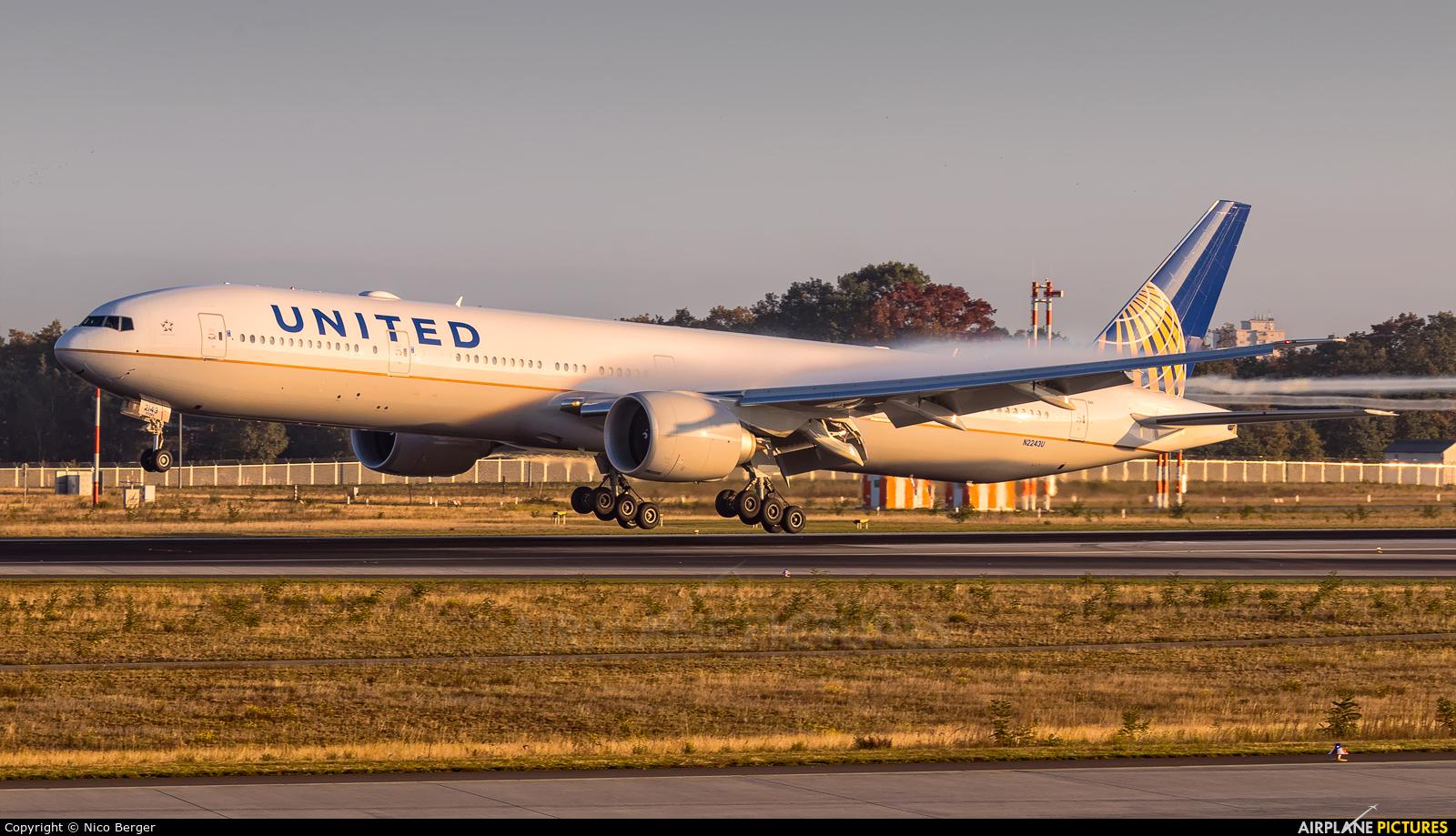 United Airlines N2243U aircraft at Frankfurt