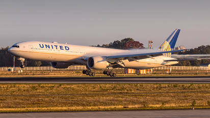N2243U - United Airlines Boeing 777-300ER