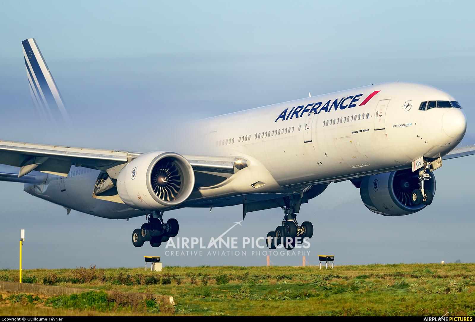 Air France F-GSQN aircraft at Paris - Charles de Gaulle