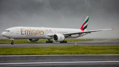 A6-ECW - Emirates Airlines Boeing 777-300ER