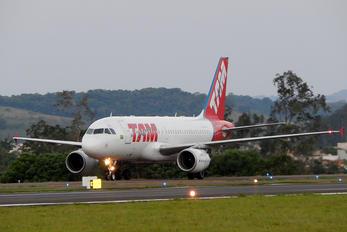 PR-MYC - TAM Airbus A319