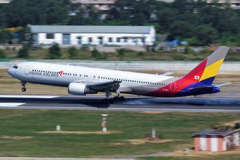 HL7515 - Asiana Airlines Boeing 767-300