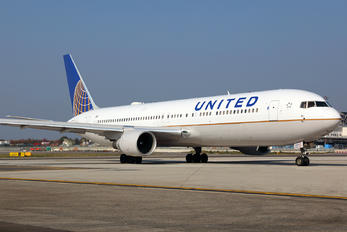 N658UA - United Airlines Boeing 767-300ER