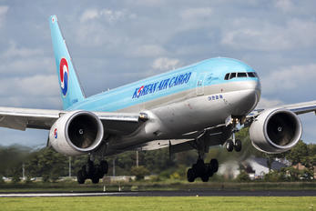 HL8044 - Korean Air Cargo Boeing 777F