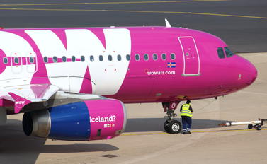 TF-BRO - WOW Air Airbus A320