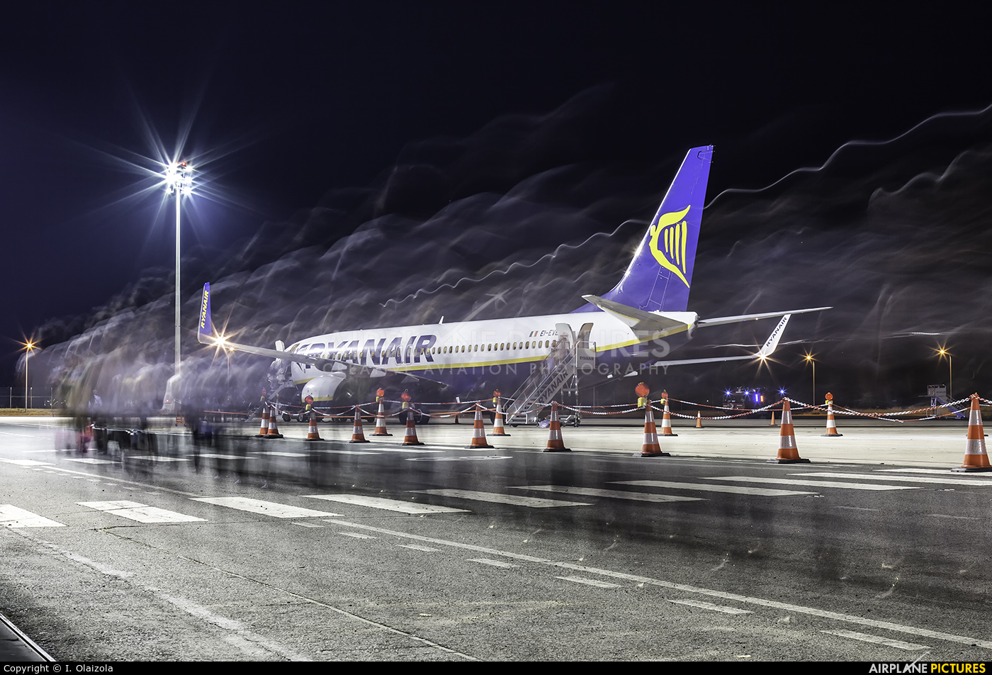 Ryanair EI-EVB aircraft at Vitoria