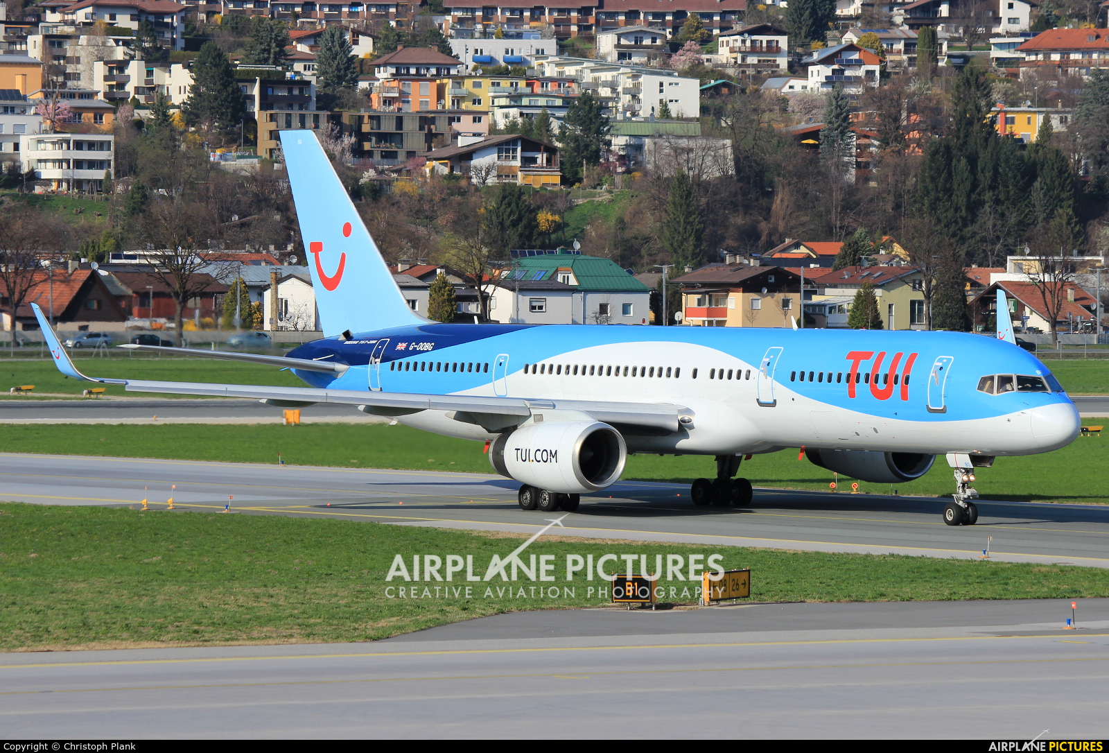 TUI Airways G-OOBG aircraft at Innsbruck
