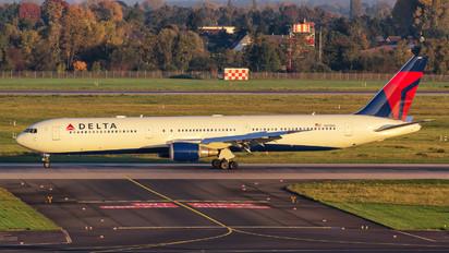 N833MH - Delta Air Lines Boeing 767-400ER