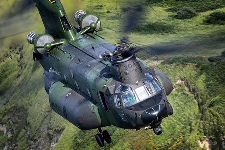 #1 Canada - Air Force Boeing CH-47F Chinook 147304 taken by Lloyd H