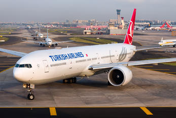 TC-LKC - Turkish Airlines Boeing 777-300ER